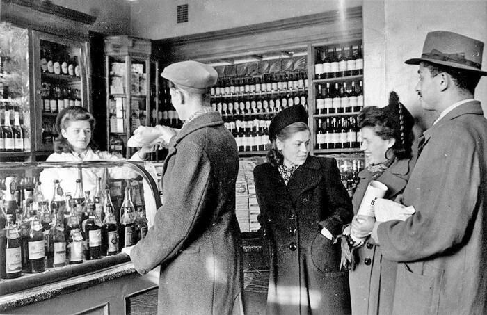 Продавцы в алкогольных отделах тоже были в сговоре с коррупционерами. /Фото: fb.ru
