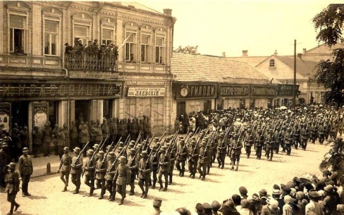 Немецкие войска в Киеве. 1918 год. /Фото: novorossia.su