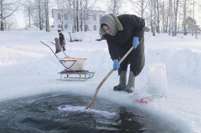 Чтобы прополоскать выстиранное белье, необходимо было внести плату./Фото: mv-schapov.ru