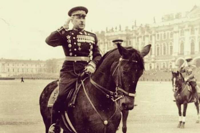 Полководец на параде. /Фото: polkszao.ru