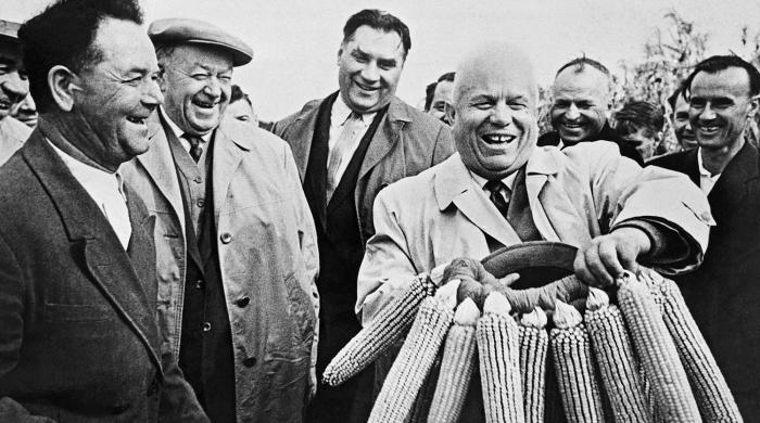При Хрущёве экономический баланс страны разрушили хозяйственные эксперименты. /Фото: img.gazeta.ru