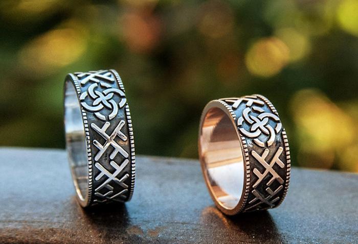 На кольца могли наносить различные символы, которые имели определенное значение. /Фото: vashobereg.ru