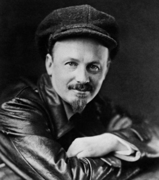 Николай Иванович Бухарин – видный теоретик партии большевиков, журналист и публицист./Фото: static.tildacdn.com
