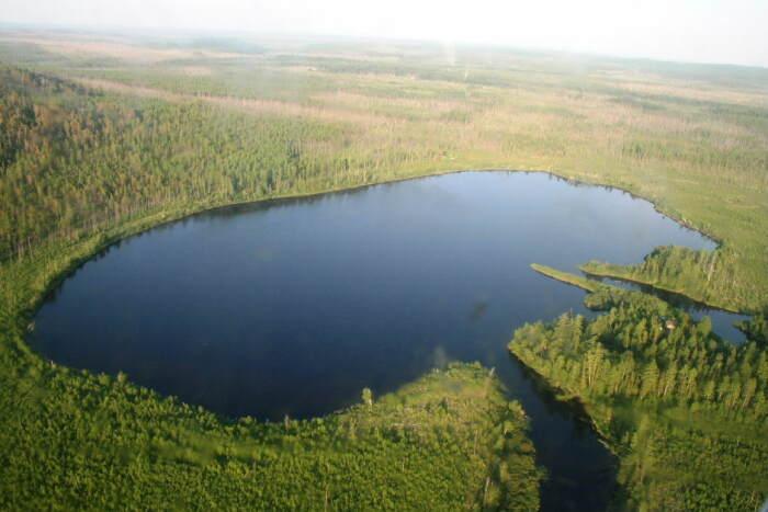 По одно из версий кратером является озеро Чеко. /Фото: mediasole.ru