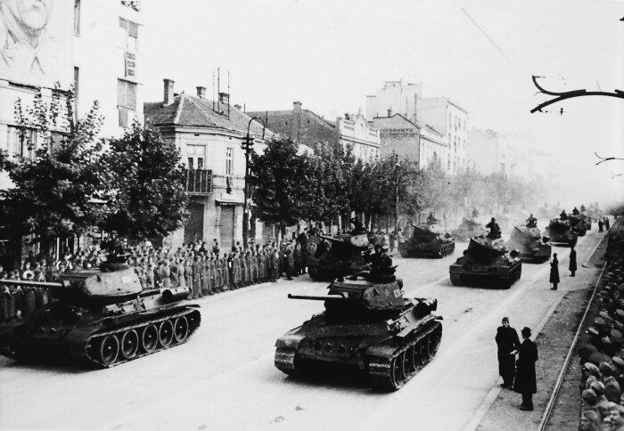 Югославский победный парад. /Фото: i06.fotocdn.net