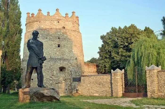 Памятник Кармелюку на Украине. /Фото: vlasno.info