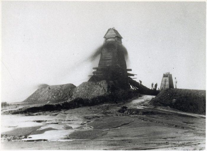 Рост добычи нефти в России перед Первой мировой войной в 3 раза отставал от темпов, которые демонстрировали США. /Фото: ic.pics.livejournal.com