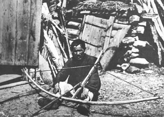 Хант с самострелом, 1920-е годы. /Фото: mtdata.ru