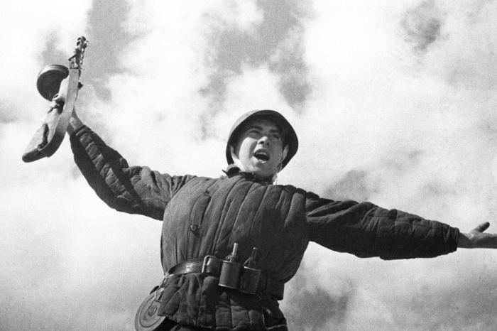«Ура» снятию Ленинградской блокады. /Фото: tumentoday.ru
