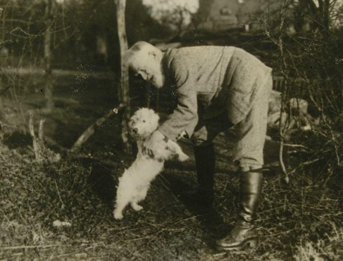 Бернард Шоу со своей собакой./Фото: g.cz