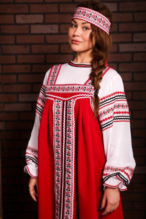 Молодые девушки предпочитали красные сарафаны. /Фото: static-ru.insales.ru
