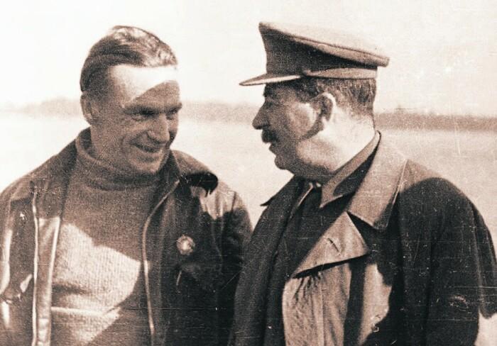 Сталин и Чкалов. /Фото: ic.pics.livejournal.com