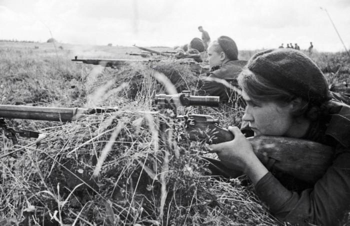 Снайперский труд в ВОВ неоценим: на счету «стёклышек» около 12 тыс. нацистов./Фото: fototelegraf.ru
