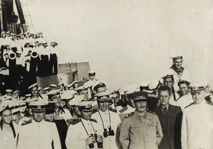 Сталин с визитом на Черноморский флот. /Фото: bidspirit-images.global.ssl.fastly.net