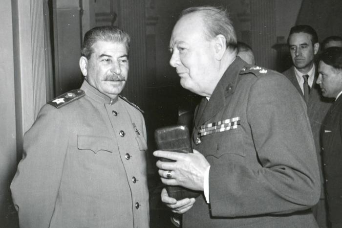 Уинстон Черчилль и Иосиф Сталин. /Фото: avatars.mds.yandex.net