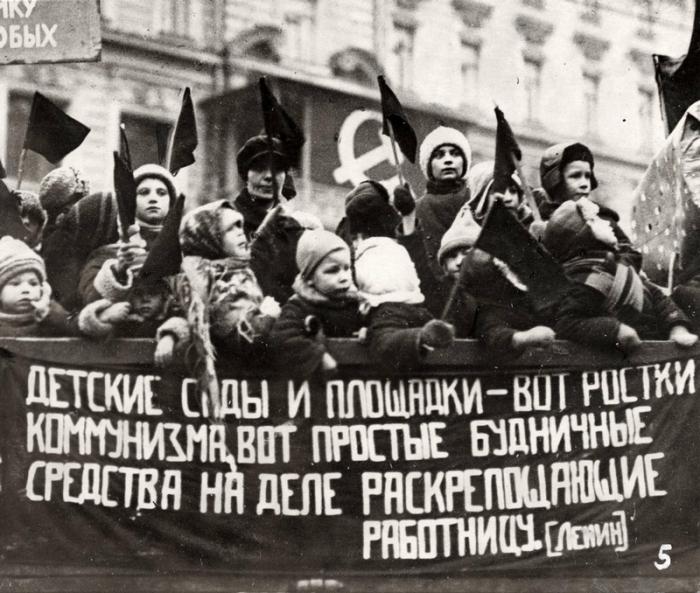 Реакция официальных властей на эти фейк-декреты была резко отрицательной – в губернии, где выдавались такие «документы», Ленин направлял телеграммы с указанием «арестовать виновных, наказать мерзавцев и оповестить население об этом»./Фото: e-history.kz