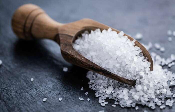 Для отбеливания зубов использовали соль или ее смесь с порохом. /Фото: images.cdn.inmyroom.ru