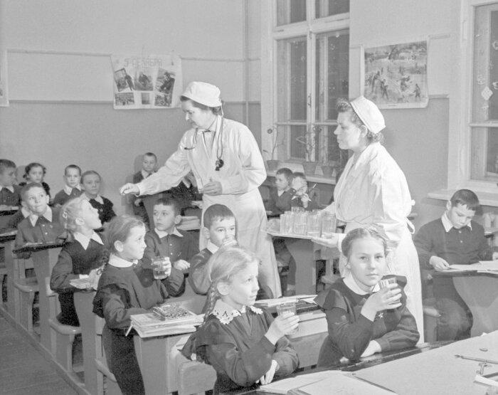 Школьная вакцинация в СССР. /Фото: mos.ru