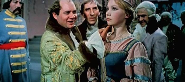 «Крепостная актриса»,кадры из фильма 1963 год. Помещик мог облагодетельствовать крепостного, или даже дать ему вольную.