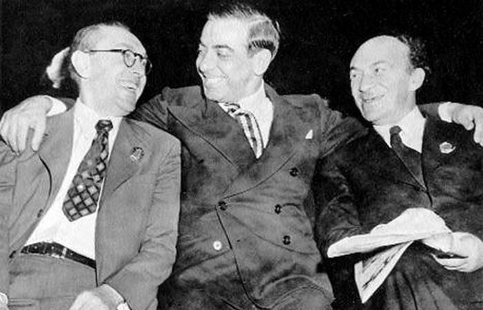 Известные общественные деятели-евреи Михоэлс, Фефер и Эпштейн, руководители ЕАК, лично просили Сталина превратить Крым в Еврейскую Советскую Социалистическую Республик. /Фото: ic.pics.livejournal.com