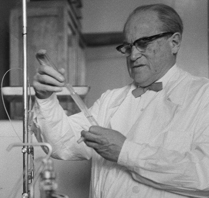 Целью исследований Зильбера было создание противораковой вакцины. /Фото: i.pinimg.com