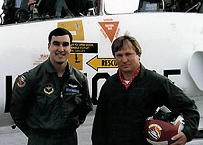 Беленко, угнавший истребитель (справа). /Фото: avatars.mds.yandex.net
