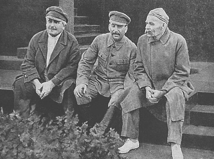 Енукидзе, Сталин и Горький. /Фото: upload.wikimedia.org