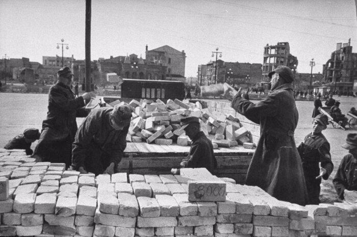 Пленные немцы работали на стройках и лесоповалах. /Фото: i05.fotocdn.net