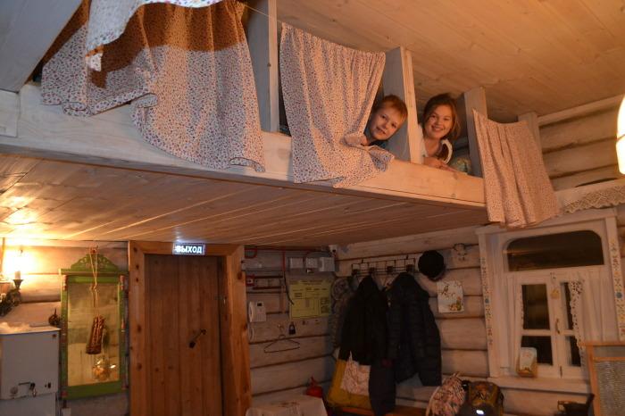 На полатях спали дети, так как старикам забираться туда было неудобно. /Фото: i1.u-mama.ru
