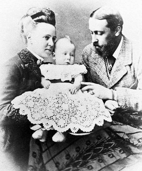 Родители Беатрисы: Мария Александровна с мужем принцем Альфредом и ее младшим братом. /Фото: cdni.rbth.com