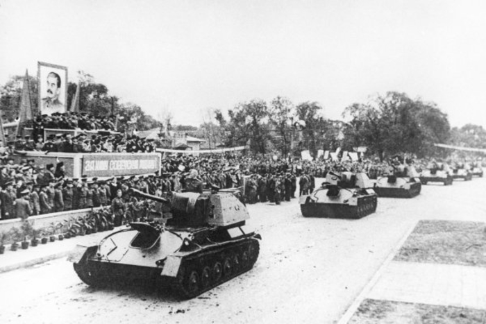 Танковое шествие./Фото: histrf.ru