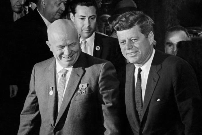 Никита Хрущёв и Джон Кеннеди на Венском саммите 4 июня 1961 года. /Фото: mtdata.ru