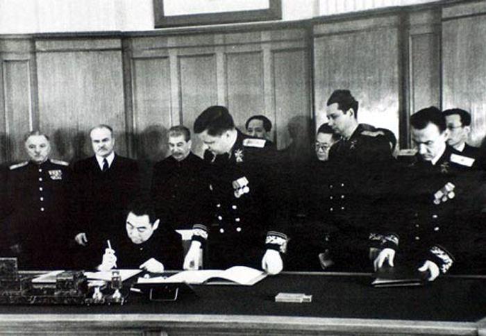 Подписание советско-китайского договора о дружбе./Фото: rga-samara.ru.fv01.inform-s.net