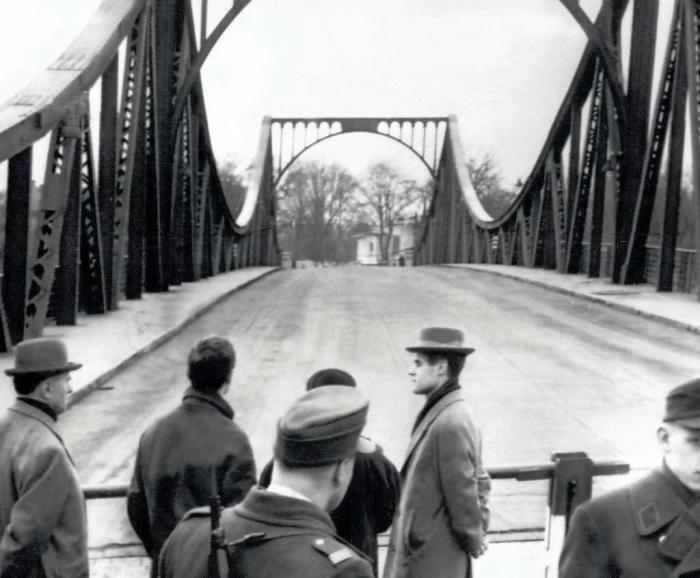 В 2015 году состоялась премьера фильма режиссёра Стивена Спилберга «Шпионский мост»./Фото: avatars.mds.yandex.net