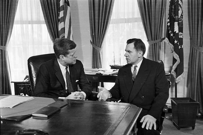 Переговоры Громыко с Кеннеди. /Фото: im2.kommersant.ru