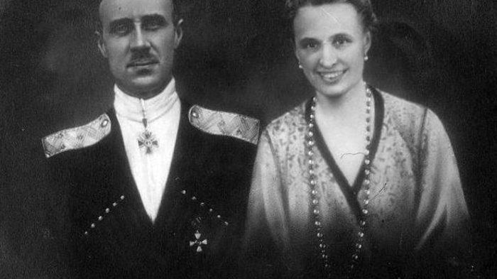 В день гибели яхты Врангель и его жена Ольга Михайловна покинули борт./Фото: avatars.mds.yandex.net