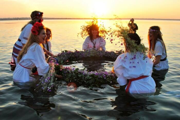 Венок из веток ивы мог помочь в зачатии. /Фото: niklife.com.ua