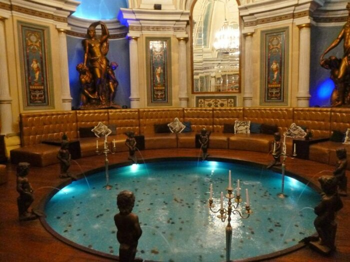 Хлудовские бани выглядят не менее роскошно, чем Сандуны. /Фото: i2.wp.com