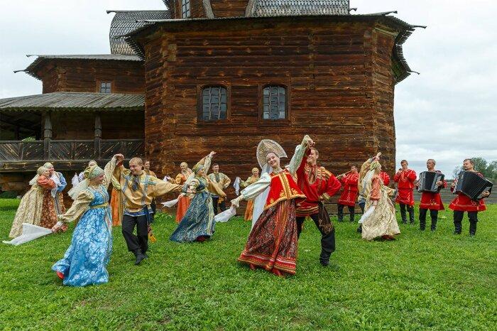 Если после навязывания жених соглашался, то свадьбу старались сделать побыстрее. /Фото: almode.ru