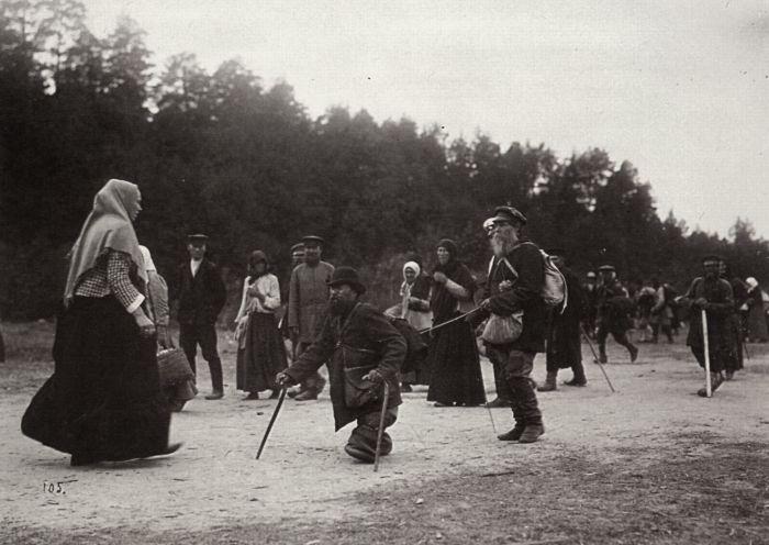Паломники в ожидании чуда исцеления./Фото: fresher.ru