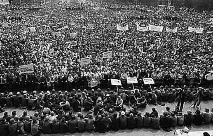 Козлов укротил митингующий Новочеркасск. /Фото: im0-tub-ua.yandex.net