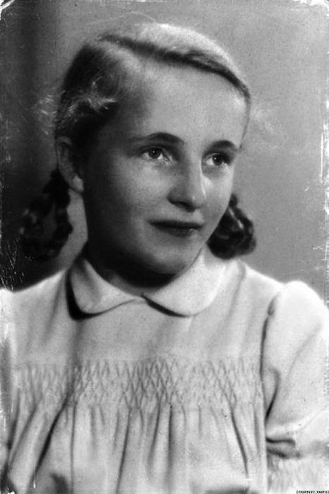 Габриэла Кепп в 15 лет. По её словам, фраза «Фрау, ком» («Женщина, пройдите»), произносимая советскими солдатами, была очень страшной для немок того времени./Фото: babr.ru