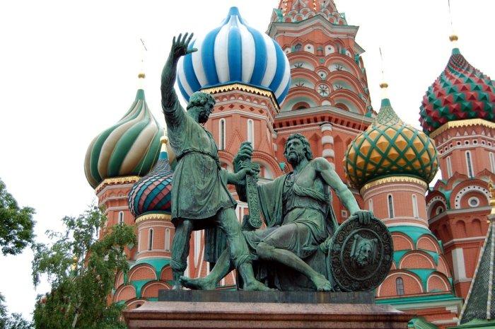 Памятник Минину и Пожарскому в Москве./Фото: avatars.mds.yandex.net