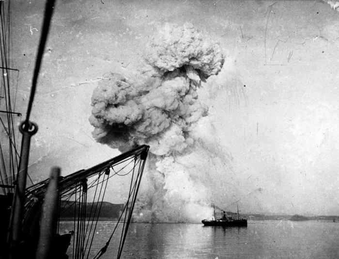 Взрыв «Корейца»./Фото: pbs.twimg.com