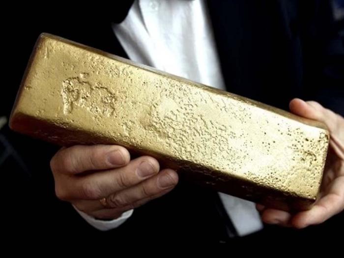 Так выглядело золото «Эдинбурга», поднятое на поверхность через 40 лет после гибели корабля. /Фото: mvestnik.ru