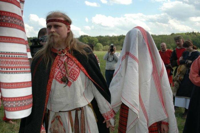 Покрывало на невесте защищало от злых духов. /Фото: ribalych.ru