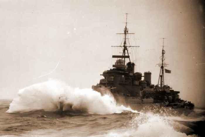 Британский лёгкий крейсер «Кения» в арктических водах. /Фото: x-true.info