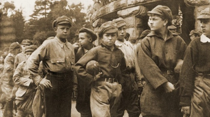 Старшие мальчики зарабатывали на хлеб собственным трудом./Фото: i.ytimg.com