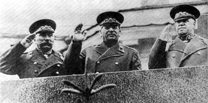 Вчерашнего главнокомандующего в один миг разжаловали в одесские военкомы./Фото: cont.ws