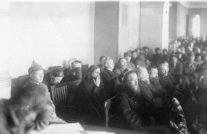 Суд над священнослужителями. 1922 год. Смена векторов./Фото: img-fotki.yandex.ru